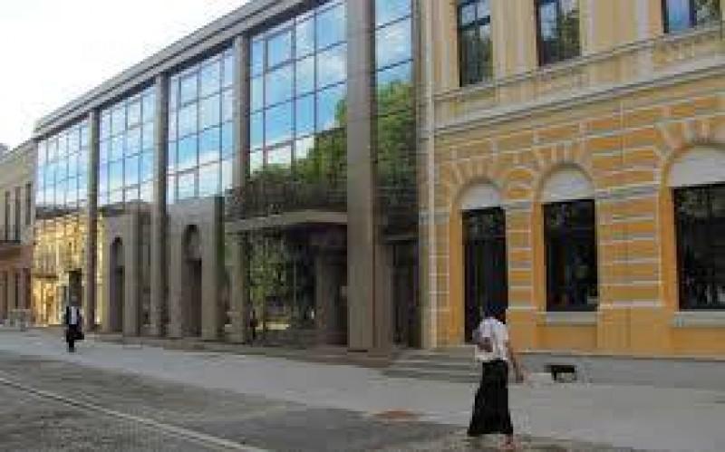 Recitalurile toamnei, astăzi, la Botoșani: Întâlnirea scriitorilor botoşăneni cu scriitorii tecuceni!