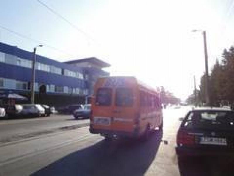 """Reclamații la adresa angajaților firmei de maxi-taxi din municipiul Botoșani! """"Șoferii pun câte o frână și așează pe toată lumea"""""""