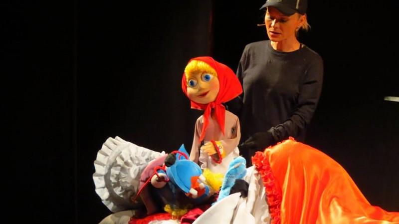 """Recomandare de weekend: """"Scufița Roșie"""" revine la Teatrul pentru Copii"""