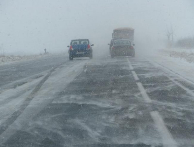 Recomandări pentru șoferi: Deplasări în siguranță pe drumurile acoperite cu zăpadă!