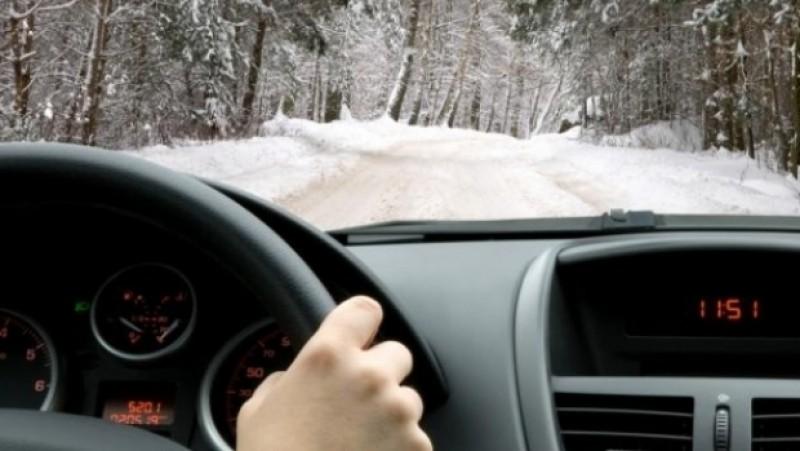 Recomandările poliției: Cum trebuie să conduci pe timp de iarnă ca să eviți problemele