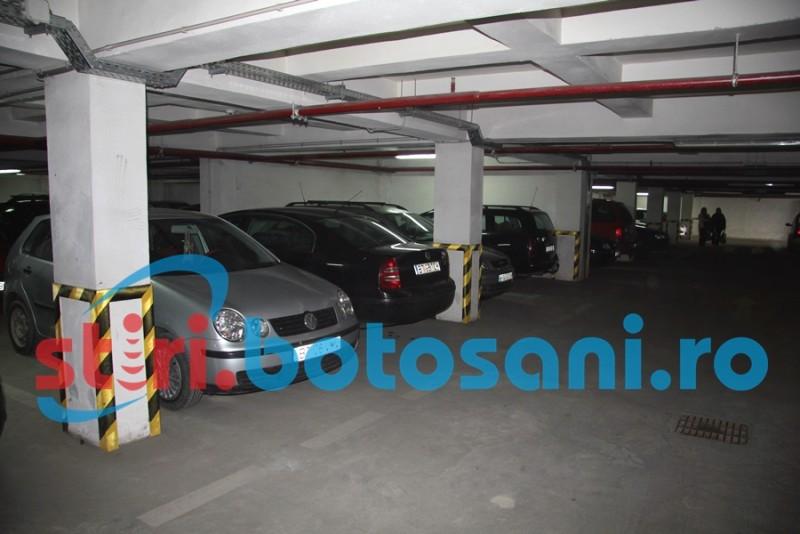 Reguli făcute de șoferii cu tupeu în parcarea subterană de la Piața Mare