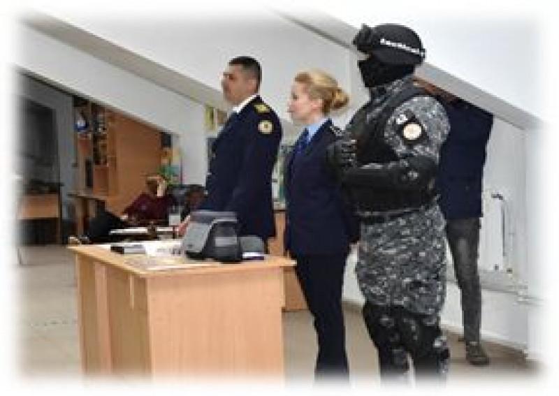 Reprezentanții Penitenciarului Botoșani, printre liceenii din județ - FOTO
