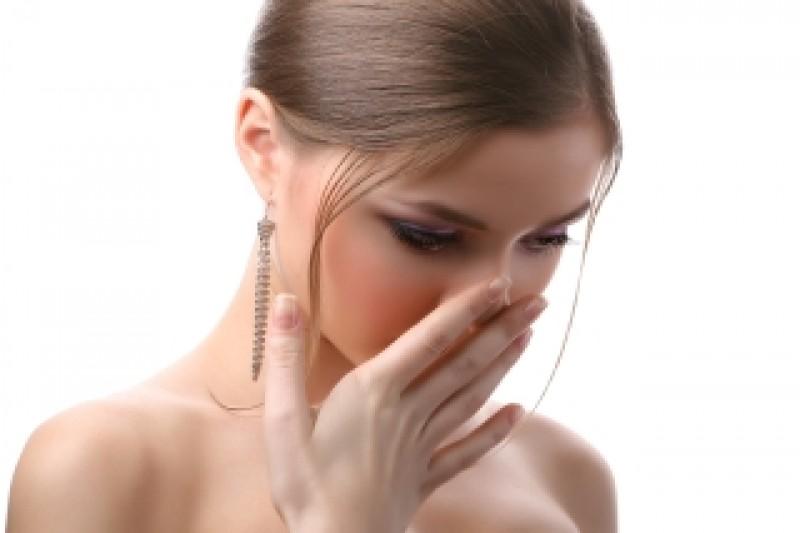 Respiratia urat mirositoare poate ascunde boli grave. Afla totul despre halena