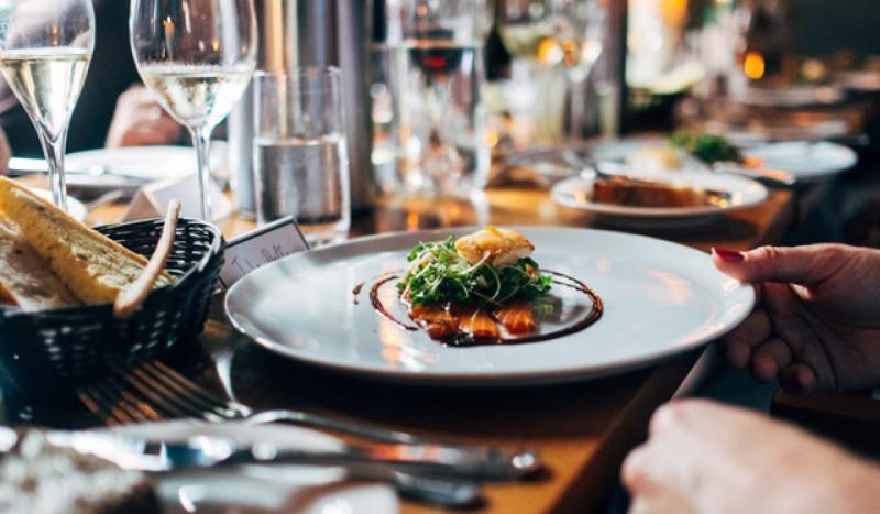 Restaurantele rămân închise până scade numărul de infestări Covid-19