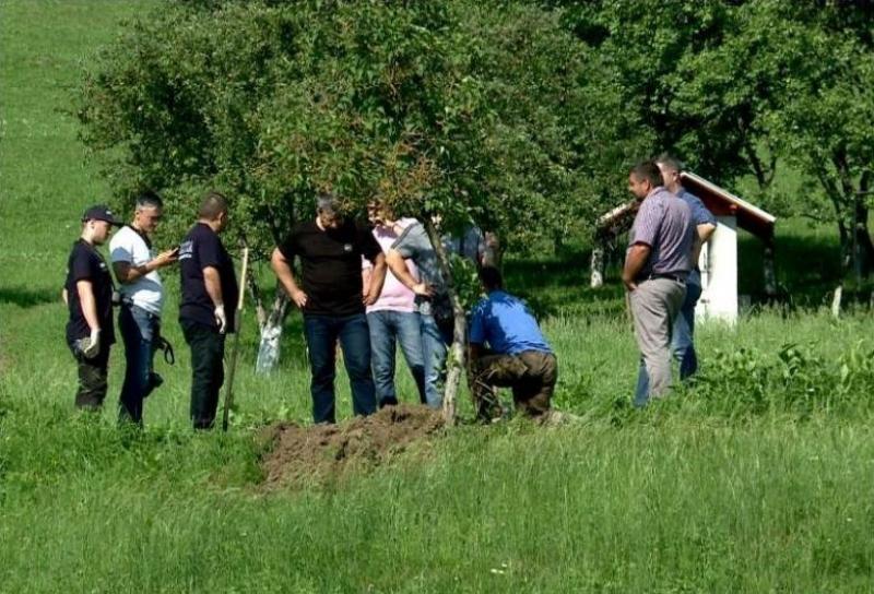 Resturile a încă doi nou-născuţi, găsite în curtea femeii care și-a ucis bebelușul la Suceava!