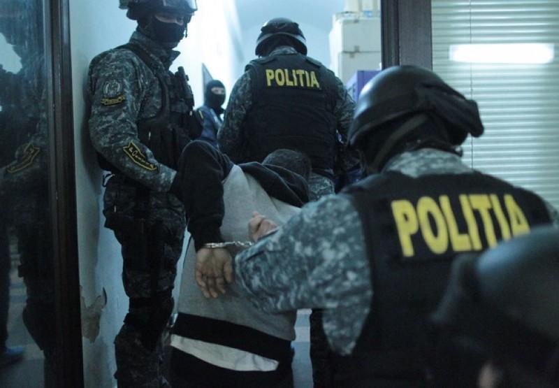Rețea de distribuție a drogurilor de risc și mare risc, din Botoșani, destructurată de procurorii DIICOT!