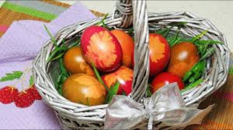 Rețete de Paște: ouă vopsite natural, fără chimicale din comerț