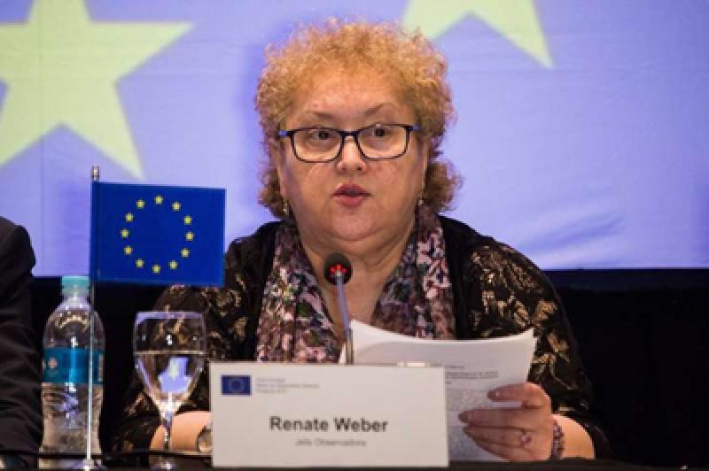 Revocarea botoșăneancei Renate Weber, tergiversată de negocierile din coaliţie