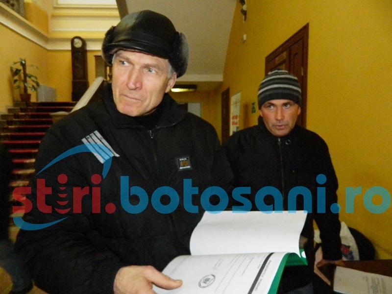 """Revolta locuitorilor unui cartier din Botoşani: """"Suntem orăşeni cu lampă în casă!"""" - FOTO, VIDEO"""