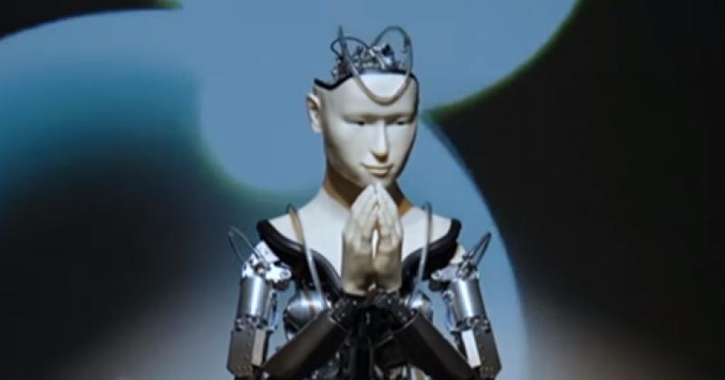 Revoluție culturală: un robot slujeşte într-un templu budist din Japonia!