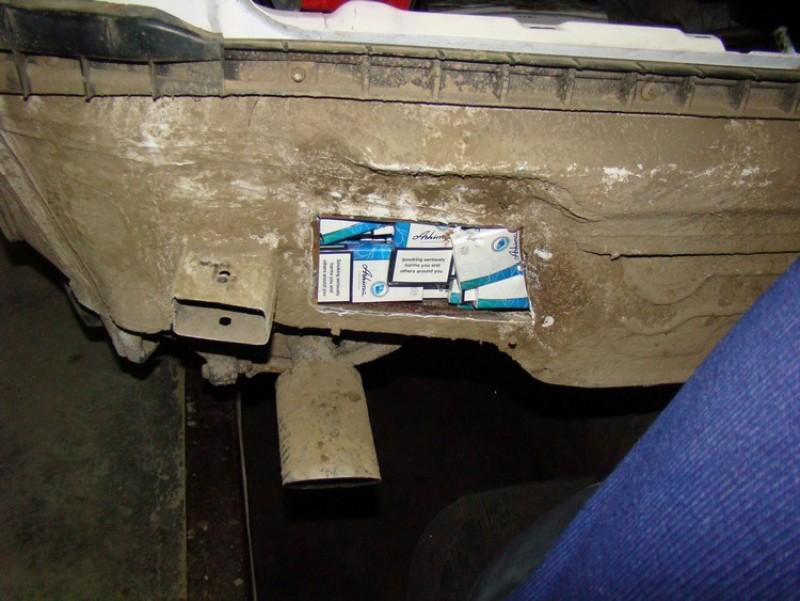 Rezervorul burdușit cu țigări: Botoșăneanul a rămas și fără mașină!