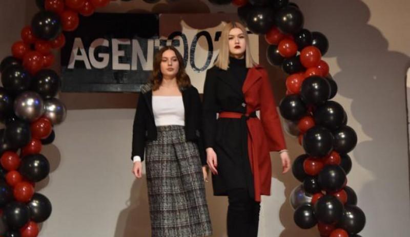 """Richard Collection , designul vestimentar dus la rang de artă la Liceul de Artă """"Ştefan Luchian"""" Botoşani"""