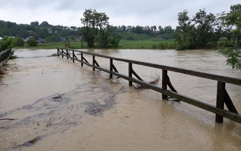 """Risc de inundații pe râurile Miletin, Bahlui, Siret și Prut cu posibile depăşiri ale """"cotelor de apărare"""""""