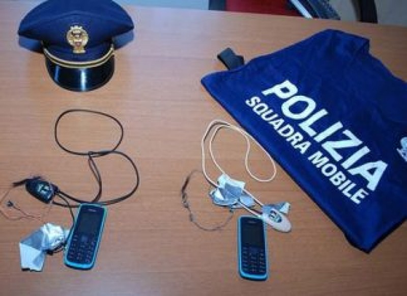 Român arestat pentru că ajuta ilegal străinii să treacă examenul teoretic pentru permisul de conducere
