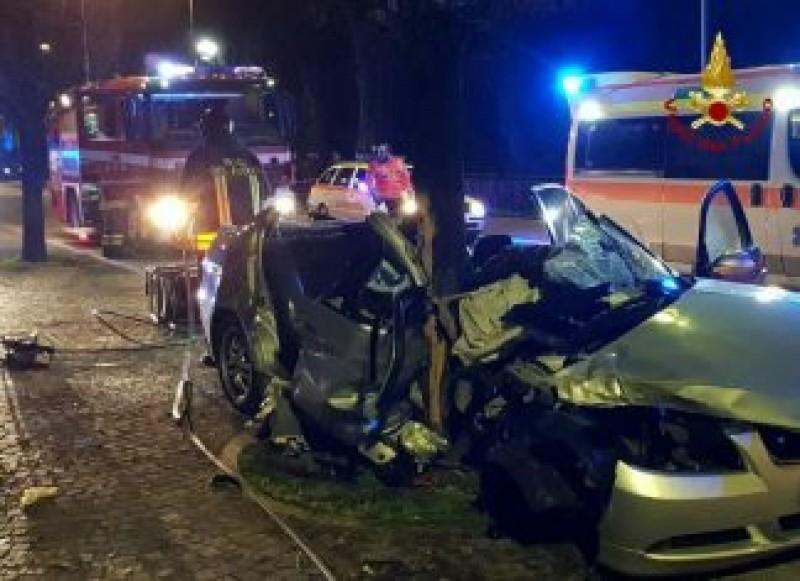Româncă de 19 ani, în stare gravă după un accident rutier produs în Italia!