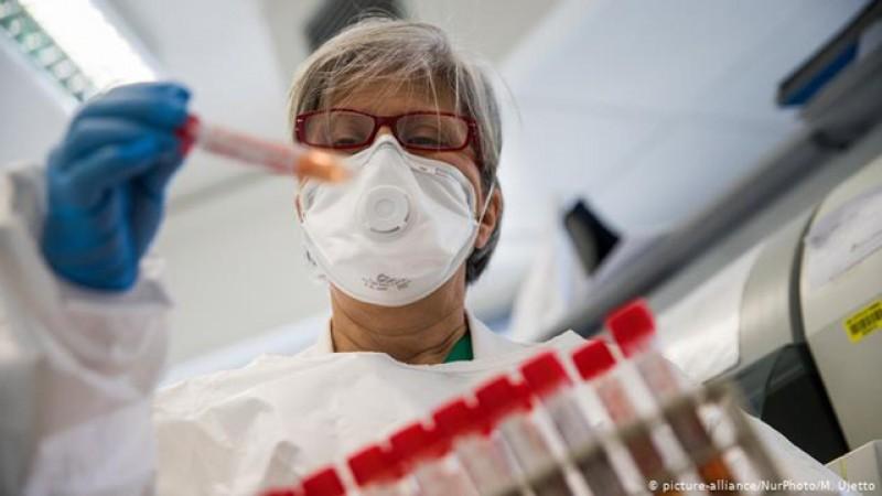 România: cele mai multe cazuri de Covid-19 de la startul pandemiei. Aproape 700! 24 de decese în ultimele 24 de ore, inclusiv la Botoșani
