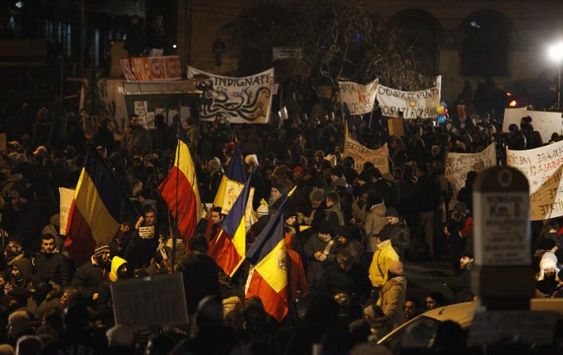 ROMÂNIA DEMNĂ: Nopți de protest pe care guvernanții le ignoră, televiziunile nu le văd! VIDEO excepțional