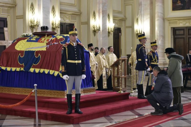 România intră de azi, timp de trei zile, în DOLIU NAȚIONAL, în memoria Regelui Mihai