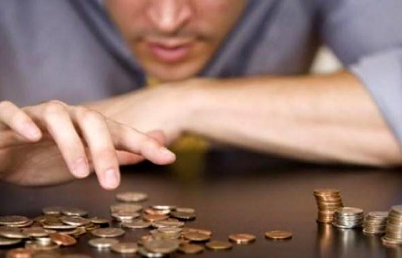 România salariilor mici: Plata datoriilor este în proporție de 64% cea mai mare sursă de stres