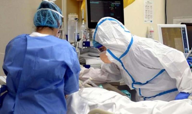 România: tot mai multe cadre sanitare infectate cu noul coronavirus. Demisii în masă la spitalul din Orăştie din cauza lipsei echipamentului de protecţie