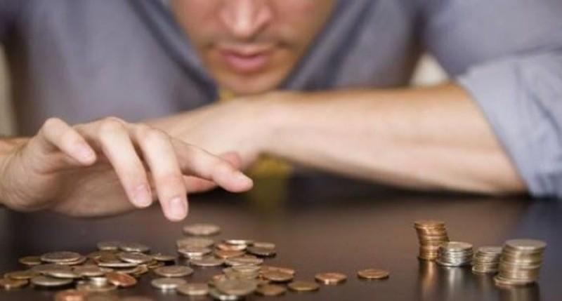 România: Unul din patru angajaţi rămâne fără bani de la un salariu la altul!