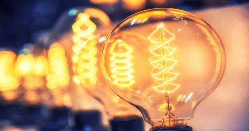 Românii au tot anul la dispoziție pentru a-și schimba furnizorul de energie electrică