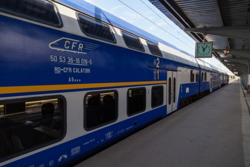 Românii care pleacă în afara țării cu trenul își vor putea lua cu ei, în scurt timp, și mașina, în vagoane speciale!