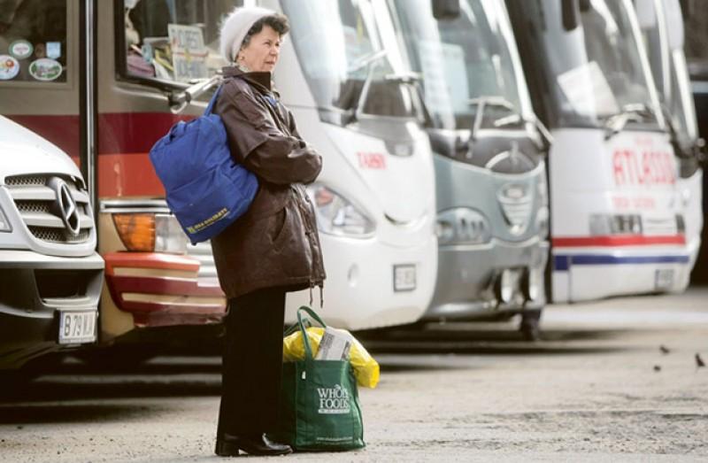 Românii din străinătate care se angajează în țară vor avea 50% din salariu asigurat de stat