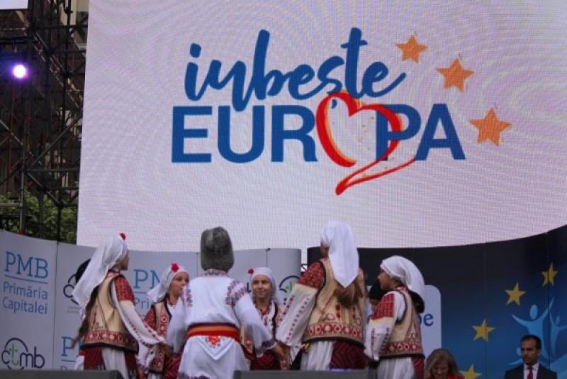 Românii, invitați să voteze pentru cântecele românești ce vor fi incluse în prima Carte de Cântece a Uniunii Europene!