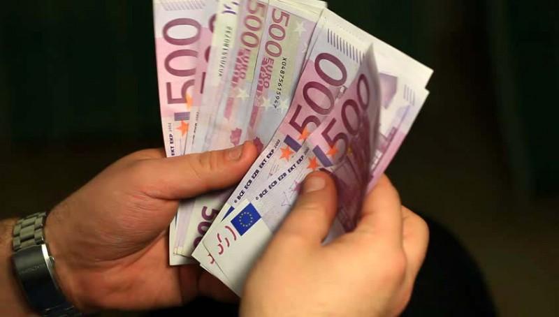 Românii nu-și vor putea lua prea devreme salariile în euro