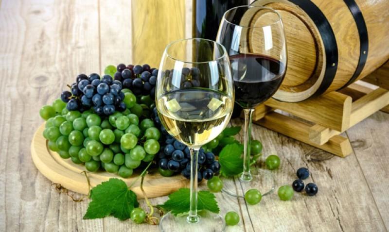 Românii, principalii băutori de vin din Republica Moldova