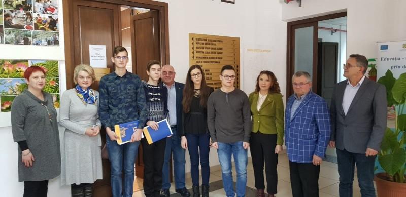 """Rotary Club Botoșani anunță câștigătorii Burselor școlare """"Prof. dr. Constantin Manolache"""", oferite pentru anul scolar anul 2018-2019 - FOTO"""