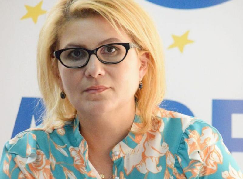 Roxana Țurcanu, președinte ALDE Botoșani: Incompetența din Ministerul Educației transformă școlile în incubatoare pentru Coronavirus !