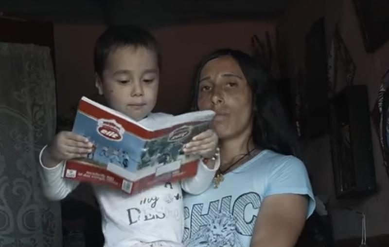 Rugăciunea unui copil de la Botoșani care nu știe cum arată o copilărie fericită, cu jocuri, mâncare și un cămin cald: Doamne ajută-mă să învăț tot ce e bine, să fiu și eu bun ca tine