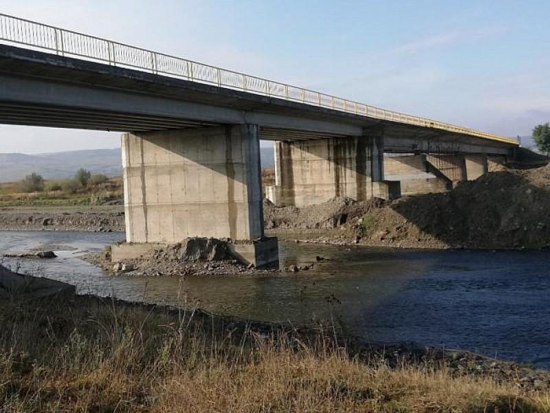 S-a redeschis circulaţiei podul de la Vereşti