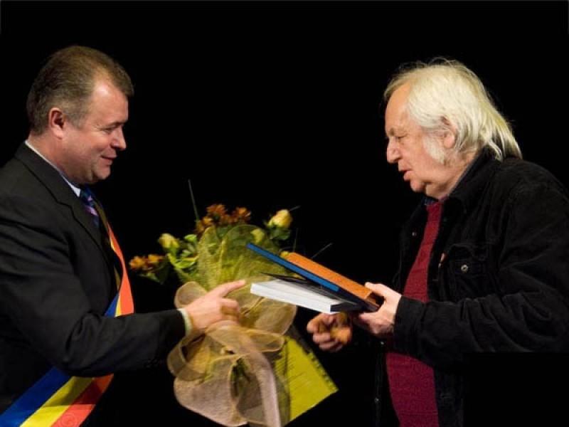 S-a stins din viață poetul Cristian Simionescu, Cetățean de Onoare al Botoșanilor!