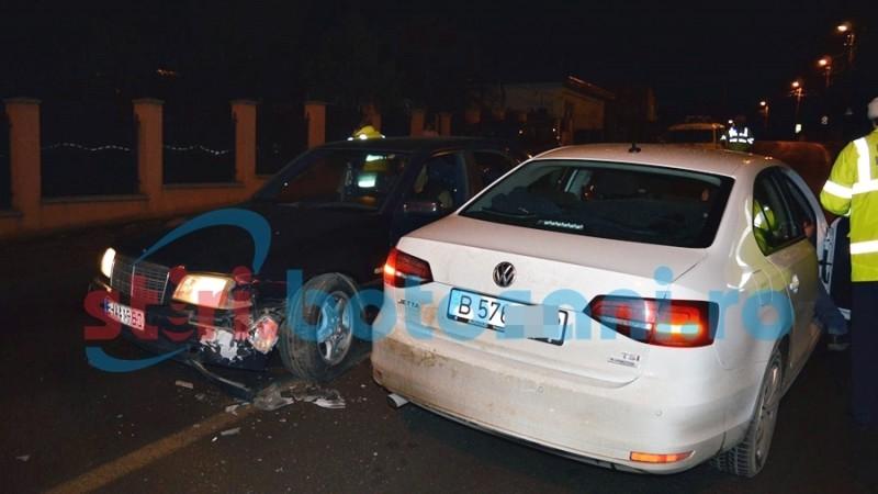 S-a urcat băut la volan și a izbit o altă mașină, după o depășire nepotrivită! FOTO