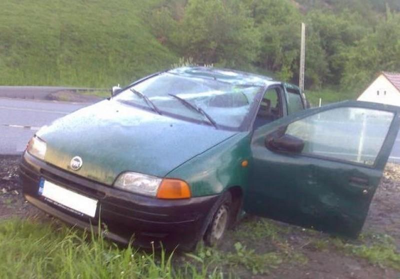 S-a urcat băut la volan şi fără permis de conducere. S-a răsturnat cu maşina şi a ajuns să fie condamnat