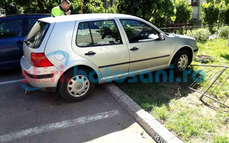 S-a urcat la volan fara permis si a ajuns cu masina pe gardul din jurul unui bloc!