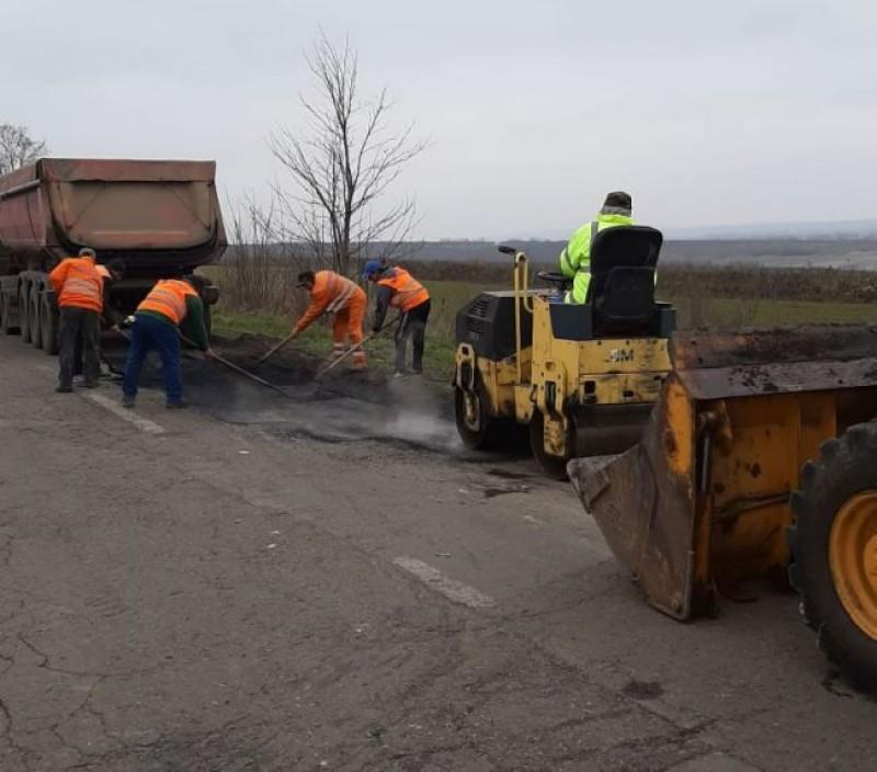 S-au demarat lucrările de reparație pe un drum național din județ