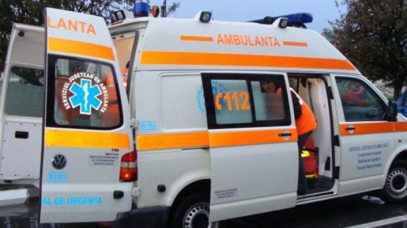 S-au izbit în trafic: Două mașini avariate, o tânără rănită!