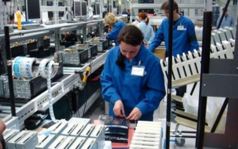 Salariații companiilor private care sunt obligate să mențină restricțiile vor beneficia de șomaj tehnic și după data de 15 mai