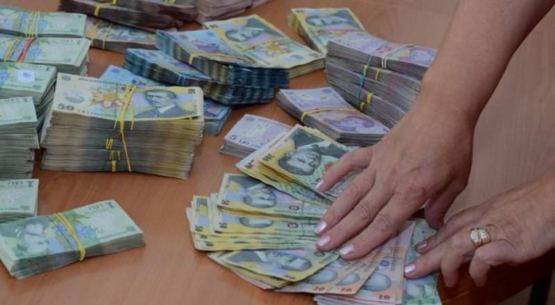 Salarii mai mari, de la 1 ianuarie, pentru parlamentari, preşedinte şi aleşi locali!