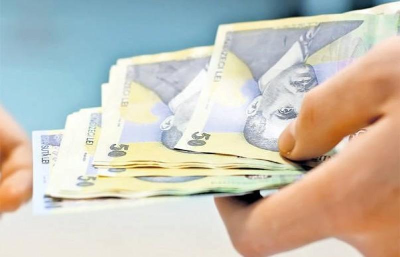 Salariile mari de la stat generează o migrație a personalului calificat din sectorul privat către cel bugetar