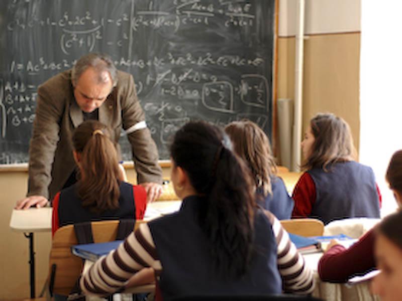 Salariile profesorilor vor creste din aprilie 2009, si in functie de performante!