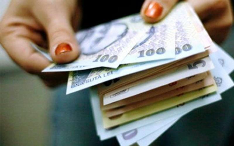 Salariul mediu al bugetarilor din administrație depăşeşte lunar 5.000 de lei. Sunt singurii care sunt plătiți aproape la fel ca cetățenii din celelalte state europene