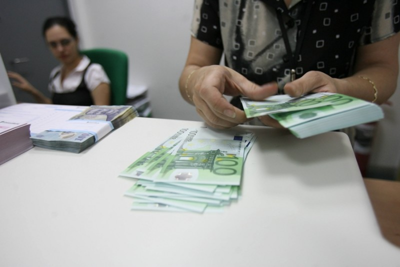 Salariul minim 2017: Sindicalistii cer pana la 200 de lei in plus, dar patronii se opun majorarii in context electoral. Impactul asupra micilor afaceri