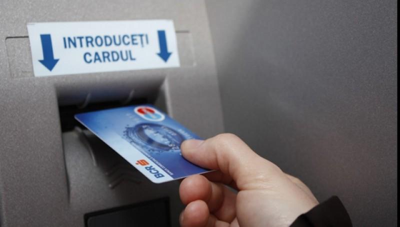 Sâmbătă, BCR oprește temporar gestionarea operațiunilor cu cardurile