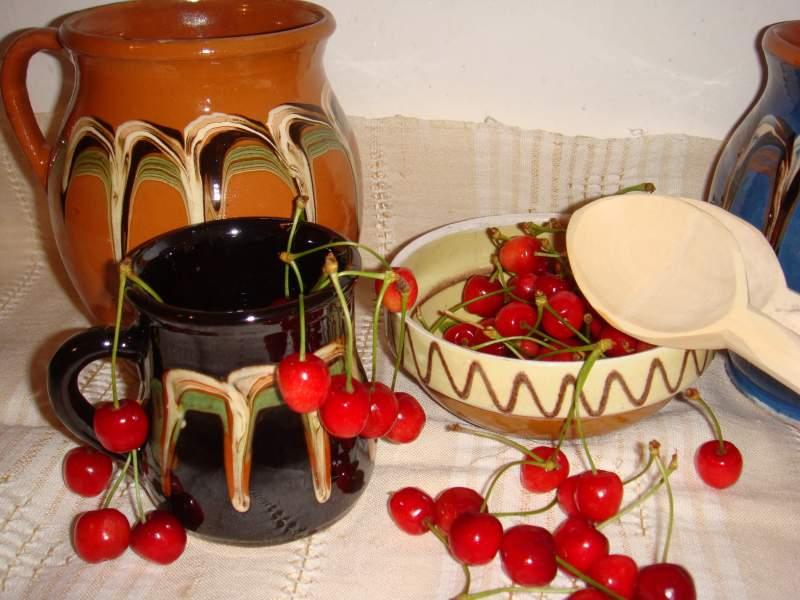 Sâmbăta Moșilor de vară – despre suflet, iertare și ulcelele cu cireșe ale bunicilor noștri